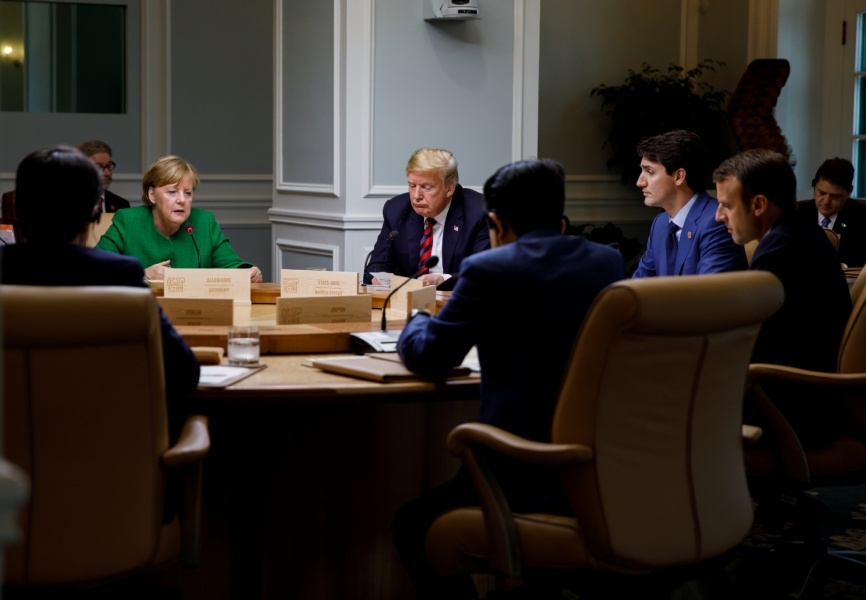 German Chancellor Angela Merkel, US President Donald Trump, Canadian Prime Minister Justin Trudeau, French President Emmanuel Macron, and Japanese Prime Minister Abe Shinzo at the 2018 G-7 Summit in Canada. REUTERS.